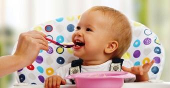 Csecsemő hozzátáplálása: a startvonalon 6 hónaposan