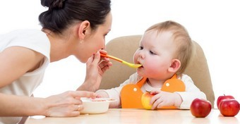 Falatnyi tanácsok - a csecsemőtáplálás korszakai