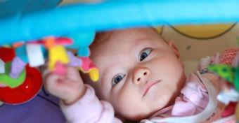 A 3-6 hónapos baba fejlődése - Gyakorlatok, amivel segítheted
