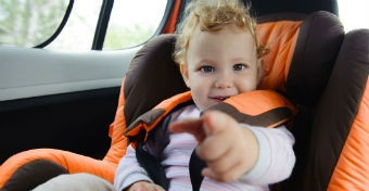Az autósülés tisztítása 5 lépésben