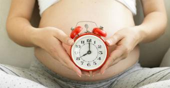 Ezért születik olyan sok baba reggel 8-kor