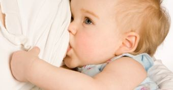 Az anyatej egyik összetevője elpusztítja a rákos sejteket