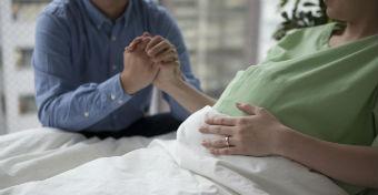 Terjed a lótusz szülés - De vajon biztonságos?