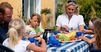 Gyerekkori elhízás ellen közös étkezés, sok alvás és kevés tévé