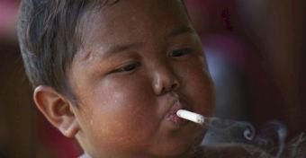 Emlékszel még a dohányzó kisfiúra? Nézd meg, mi lett vele!