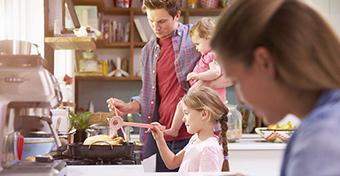 Fogy�k�ra: t�bbet esz�nk, ha amerikai konyh�ban �tkez�nk
