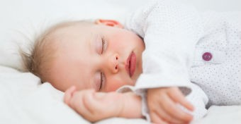 Tan�tsd aludni a kisbab�t!