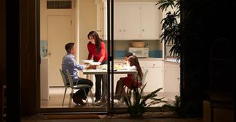 A k�s�i vacsora nem felt�tlen�l k�rhoztatja a gyerekeket elh�z�sra