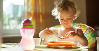 6 tipp, hogy a gyereket rábírd, hogy végre leüljön és egyen