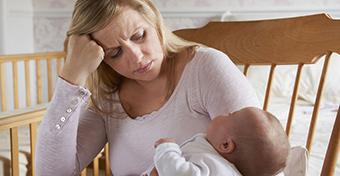 Szülés utáni depresszió: ezek hajlamosítanak rá
