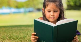 Olvasás nyáron? Így szerettesd meg vele!