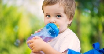 Trükkök, hogy több vizet igyon a gyerek