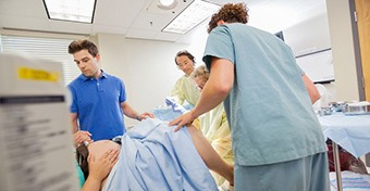 Mi okozza a szülés utáni vérzést?