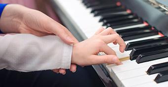 A zenetanulás így hat az agyra