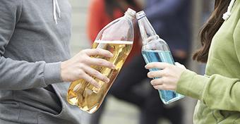 Óriási a szülők szerepe a tinédzserkori italozás megelőzésében