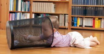 7 mindennapi tárgy, amely halálos balesetet okozhat a gyerekszobában!
