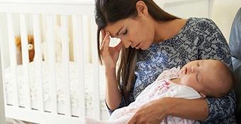 Szülés utáni depresszió? Lehet, hogy ez okozza!