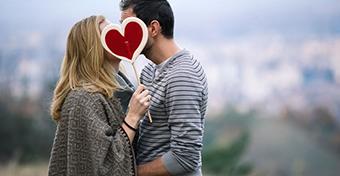 T�nyleg h�znak a szerelmesek, m�ghozz� majdnem k�t kil�t!