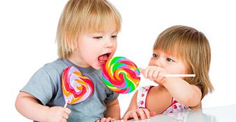 Megdöbbentően sok baba kap cukros édességet