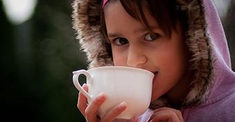 Kell-e a gyerekeknek tea?