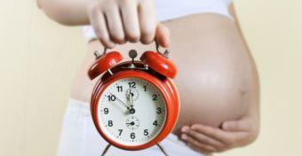 15 jel, hogy közeledik a szülés időpontja
