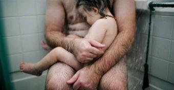 Letiltotta a Facebook a megható apa-fia fotót
