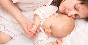 A frissen sz�lt kismam�k eleget alszanak, csak nem el�g j�l