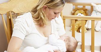 Az anyatejtől nem lesz okosabb a gyerek