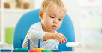 A kézügyesség fejlődése az 1 éves babánál