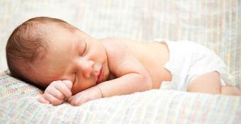 Ritka pillanat videón! - Amikor burokban születik a baba