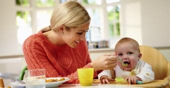 Babák hozzátáplálása: a szabályok egyszerűek, a gyerekek különbözőek