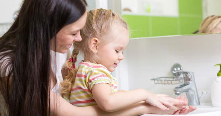Baj, ha a gyerek nem mossa meg a kez�t eb�d el�tt?