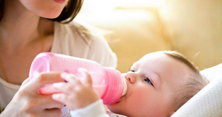 Ezért gyakoribb a tápszeres babáknál a hasmenés