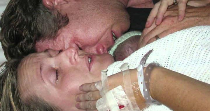 Felt�masztotta halott kisbab�j�t az �lel�s�vel