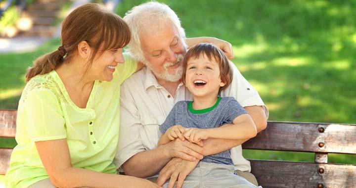 Ha a nagyszülő vigyáz az unokára, tovább él