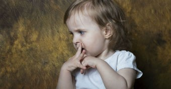 Beszélni sem könnyű! A pöszeség és a dadogás okai