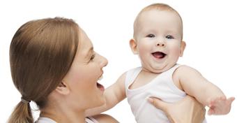 Hogyan tanul meg beszélni a kisbaba?