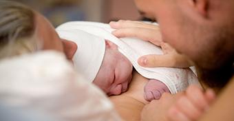 Az újszülöttek több mint felét nem szoptatják meg élete első órájában
