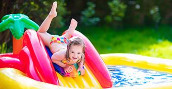 Így fejlesztik a gyereket a vízi játékok