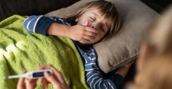 Covidos gyermek ápolása otthon - hogy segíthetjük a gyógyulást?