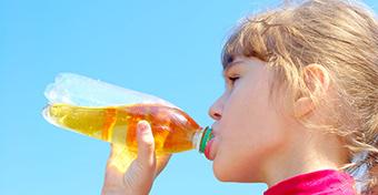 Felére csökken az üdítők cukortartalma