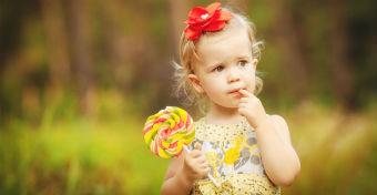 Legfeljebb napi 6 teáskanálnyi hozzáadott cukrot javasolnak