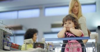 Sorban állás gyerekkel: tippek, hogy ne legyen rémálom