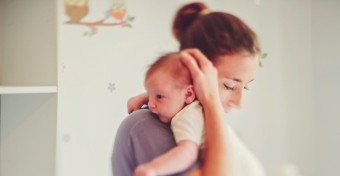 Mi segítheti a szülés utáni felépülést?