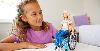 Itt a kerekes székes Barbie