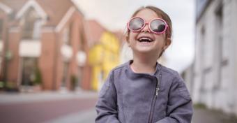 Ezért fontos a napszemüveg már gyermekkorban is