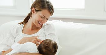 Ha estére kevesebb az anyatej