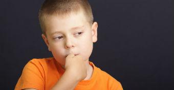 Ha rágja a gyerek a körmét - Okok és teendők