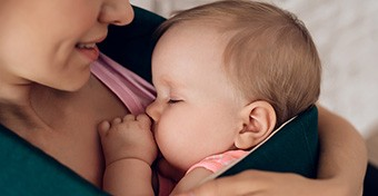 Csökkenti az agyvérzés rizikóját a szoptatás