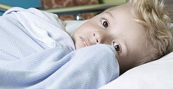 Influenza: hasfájást is okozhat a gyerekeknél